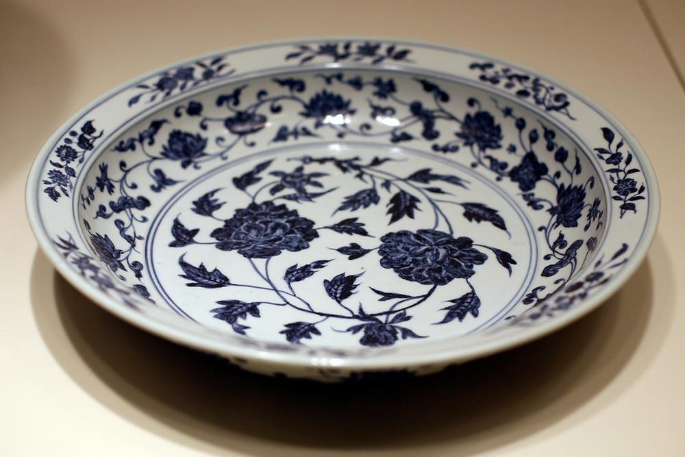 Mind Dynasty Dish w/ Smalt Blue Decor (1368-1644)