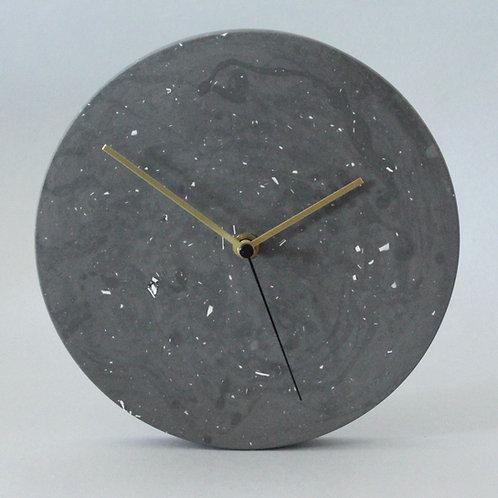 Wanduhr mit Uhrzeiger aus Messing / Dunkel Grau