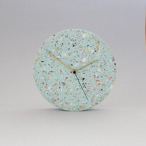 Wanduhr mit Uhrzeiger aus Messing / Türkis mixte