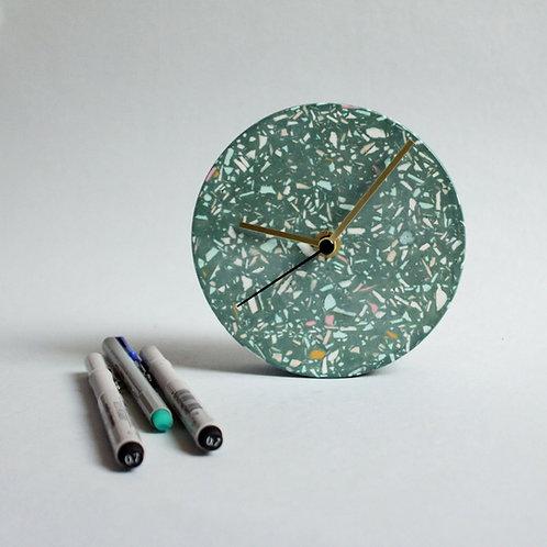 MINI Wanduhr mit Uhrzeiger aus Messing / grün + mixte / 13cm