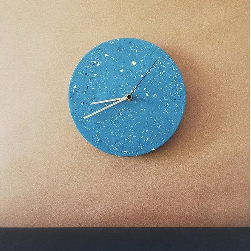 Wanduhr mit Uhrzeiger aus Messing / Petol