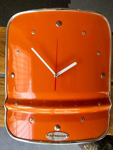 Horloge métal aimentée contour chromé