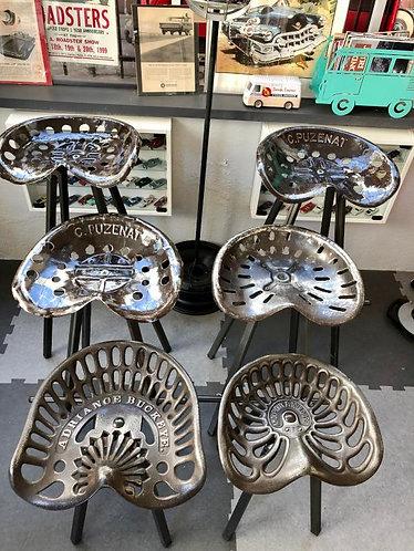 Tabourets bar assises  faucheuses en FONTE/TOLE