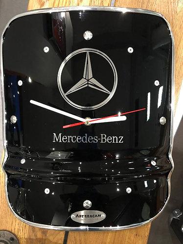Horloge métal aimentée contour chrome