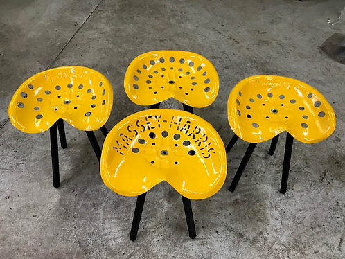Tabourets table basse assise tracteur, faucheuse  peint en TOLE
