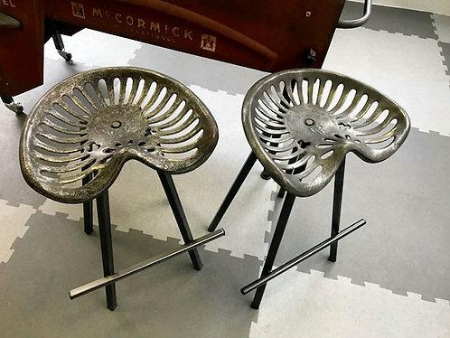Chaise, tabouret bar assise  faucheuse en FONTE
