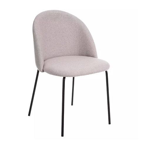 Chaise en tissu beige et pieds en fer