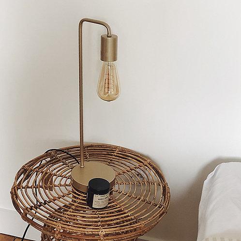 Lampe sur pied à poser en métal doré sobre et épurée