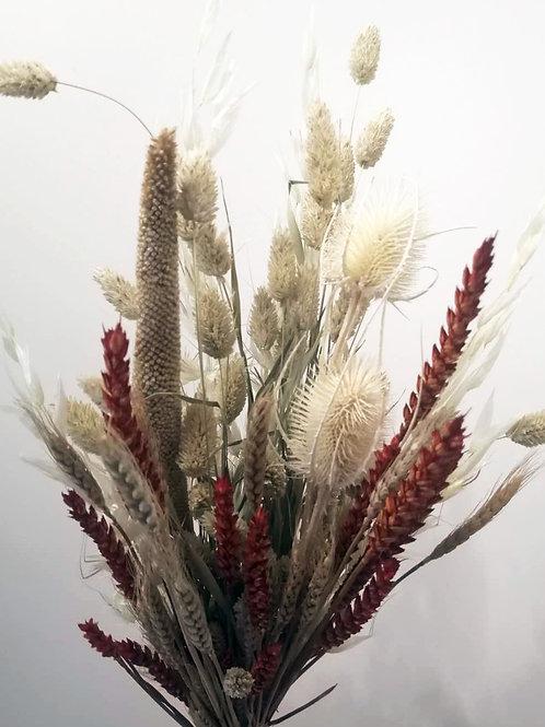 Bouquet composition variée de fleurs naturelles séchées rouge