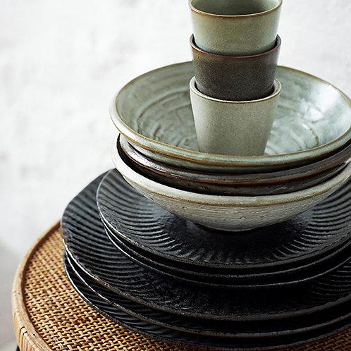 Assiette en grès noir - 2 formats