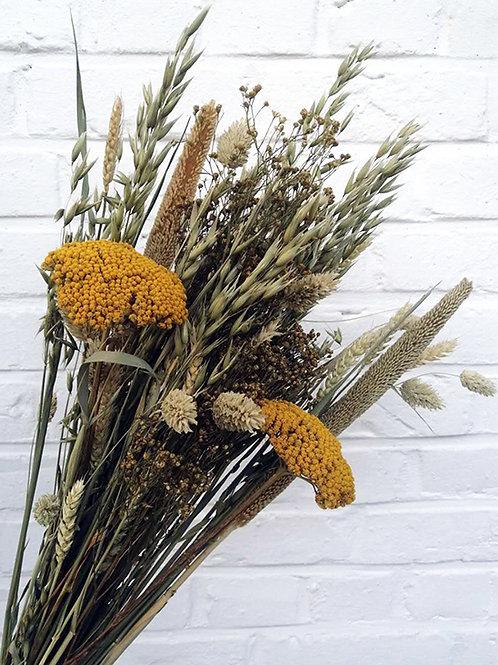 Bouquet composition variée de fleurs naturelles séchées moutarde ocre