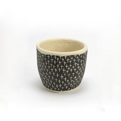 Cache-pot en ciment aux motifs noirs