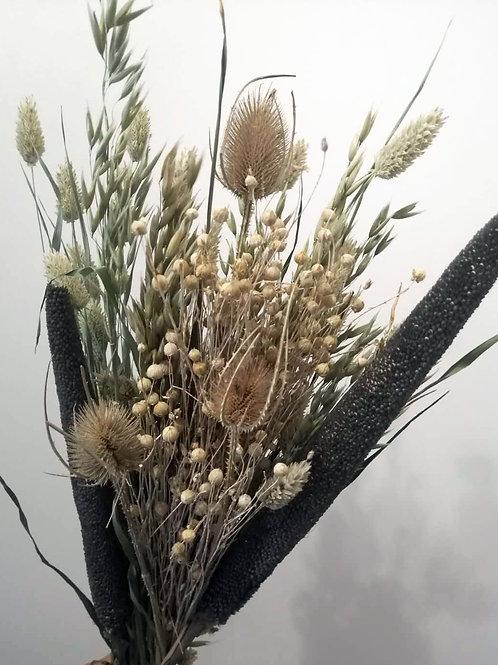 Bouquet composition variée de fleurs naturelles séchées noir