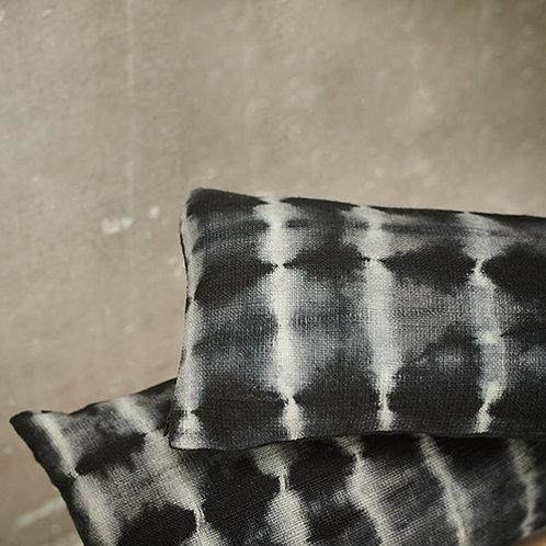 Coussin 100% lin Tie & Dye noir 30x60 cm