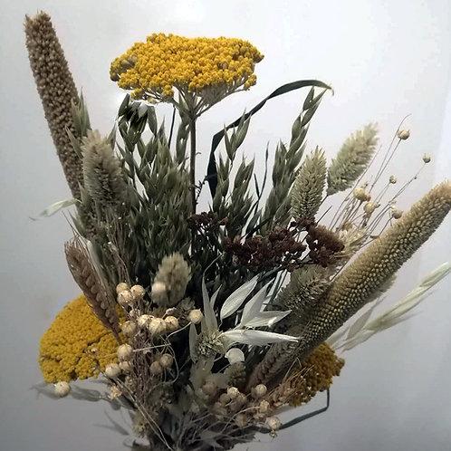 Bouquet composition variée de fleurs naturelles séchées moutarde blanc