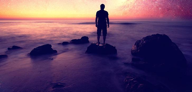 landscape-tramonto-con-sagoma-uomo_edite