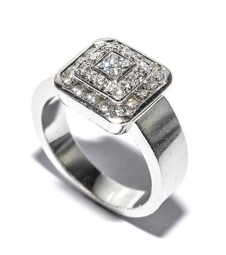 Weissgold Ring mit Prinzesscut Diamant und Brillanten