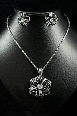 SOLD Floral Design Vintage set