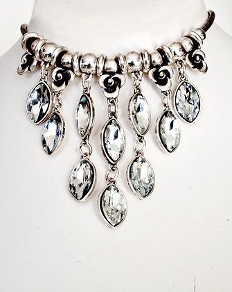 Beautiful glass crystal embellished necklace.