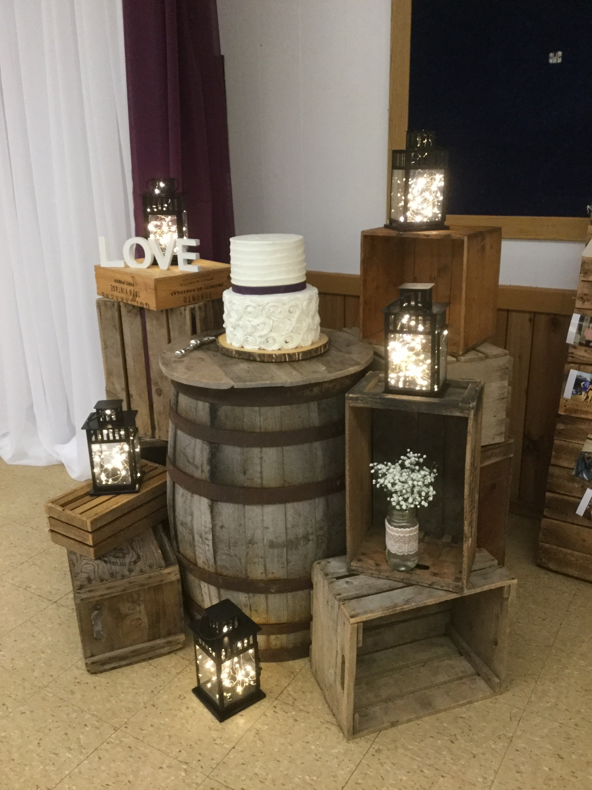 Rustic Cake Table Design