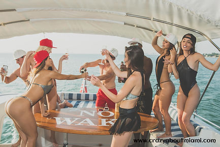 Here you can find a list of the best boat parties in Miami, Miami Beach and South Beach.