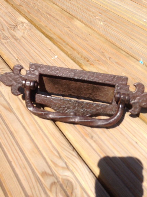 V RARE HAND FORGED LETTERBOX KNOCKER PULL HANDLE BLACKSMITHS ANTIQUE FRONT DOOR