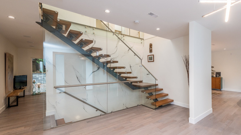 Caspio Glass Floating Metal Stairs & Glass Railing