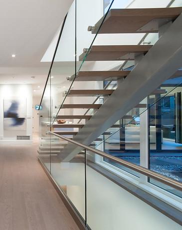 Caspio Glass Floating Stairs