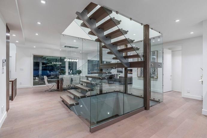 Caspio Glass Floating Staircase