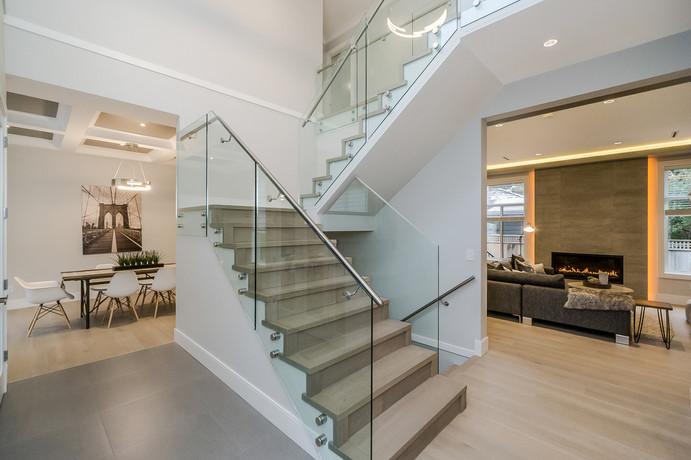 Caspio Glass Staircase