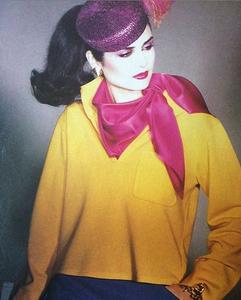 François Lamy pour le Vogue anglais (mars 1979), total look Saint Laurent