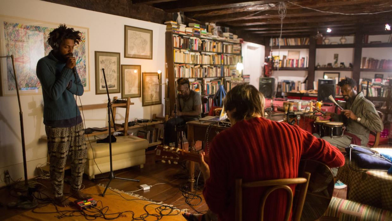 Neiva, Edé, Kapula and Felinto at the recording studio