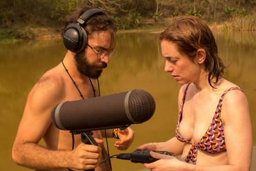 Matheus Vinhal and Roberta Ainstein making field recordings