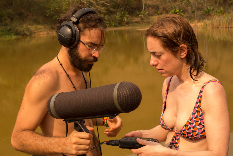 Matheus Vinhal and Roberta Ainstein making field recordings