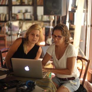 Paula Borghi e Adriana Amaral: acompanhamento crítico.