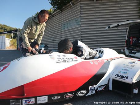 F1マシンのシェイクダウン