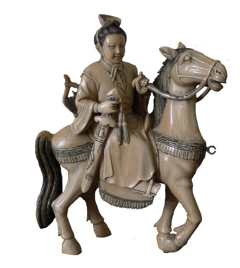 Statuetta raffigurante un samurai a cavallo