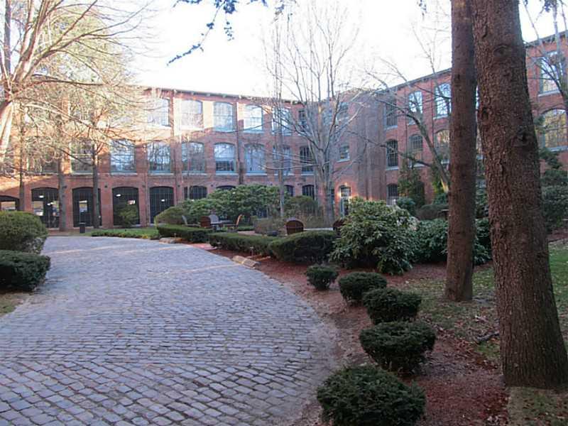 corliss courtyard