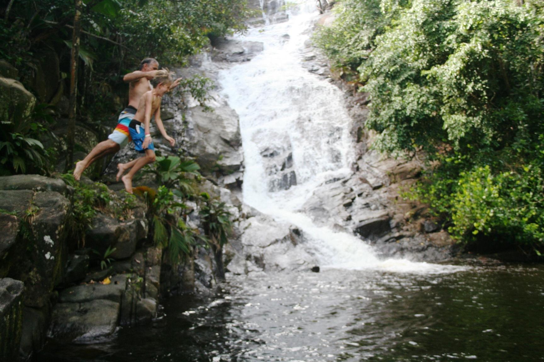 haewlome waterfall jump