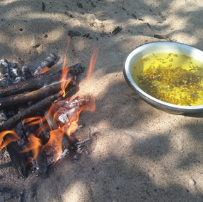 Rozpalanie Ognia. Jedzenie i Survival.