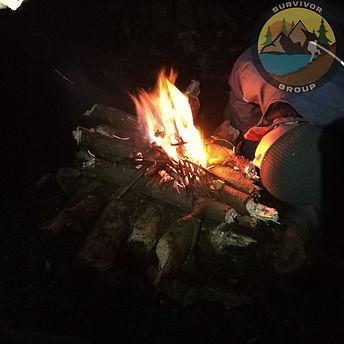 Rozpalanie ognia. Jak rozpalić ognisko? Szkoła Przetrwania Survival.