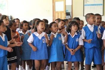 schooltje aan het kindertehuis.JPG