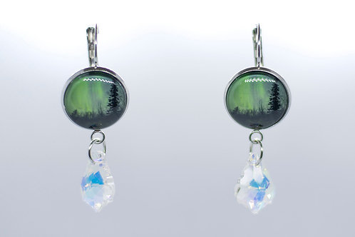 Small earrings with dangling crystal