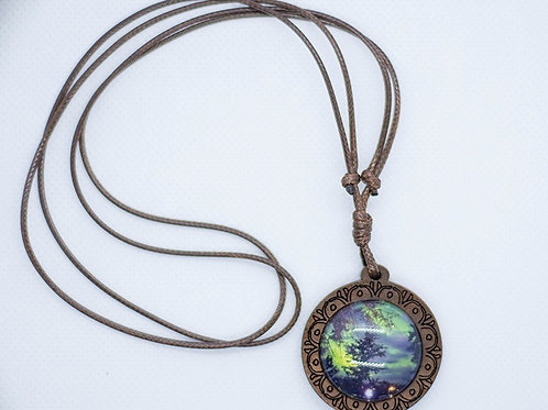Wooden setting with adjustable necklace cord