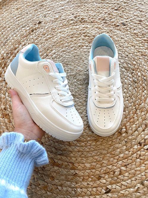 Blue/pink sneaker