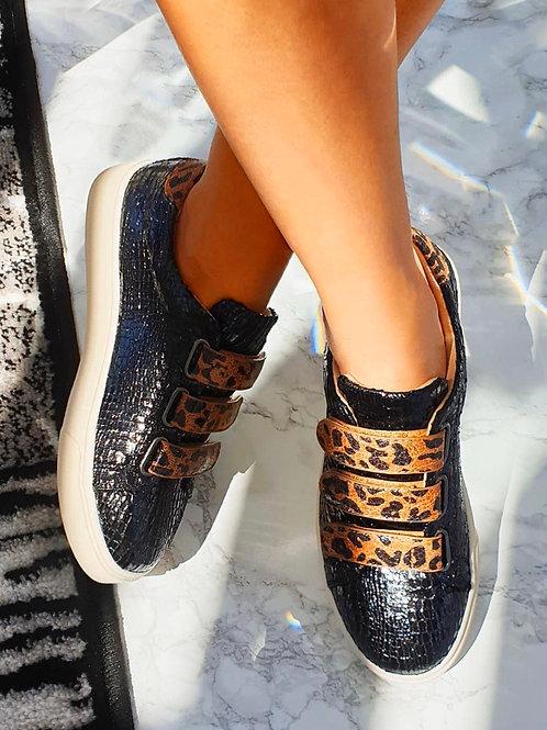 Black sneaker panter print