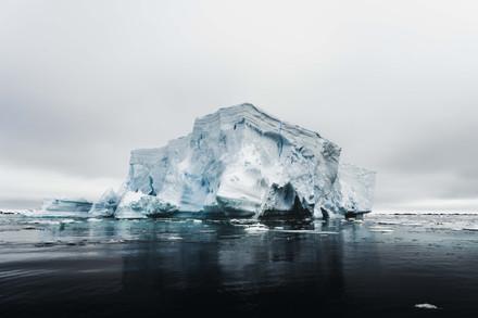Contrasty Iceberg-2.jpg