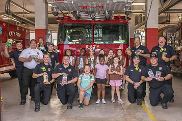 Troop 127133 deliver cookies to FD.jpg