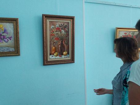 """Экскурсия по выставке Инессы Сурковой """"Мой рождественский сад"""""""