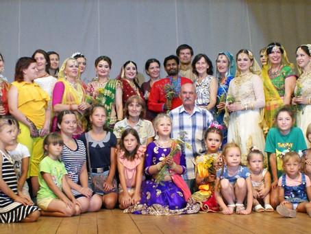 Закрытие выставки Юлии Максимовой «Индийские мелодии»